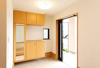 エントランス周り、玄関の清掃は入念に。第一印象が大切です!