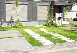 庭のお手入れ・外壁の汚れ、バルコニーの清掃なども忘れずに。